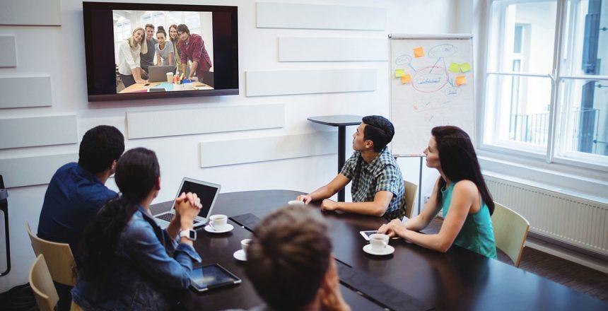 Digitale møter? 3 faktorer ved valg av løsning til møterommet